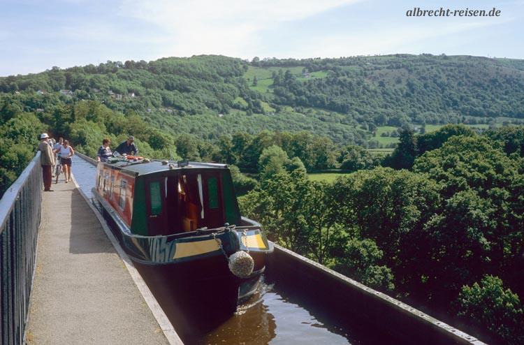 Brücke mit Kanal in Wales